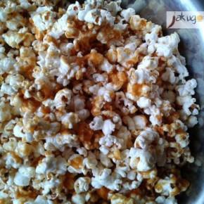 Popcorn karmelowy z orzeszkami