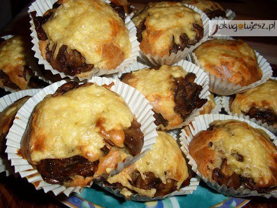 Muffiny z pieczarkami i żółtym serem. Muffiny na słono