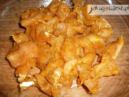 Sałatka ryżowa z nutą curry
