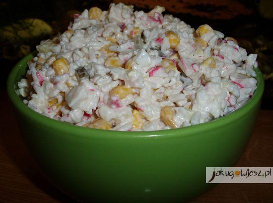 Sałatka ryżowa z paluszkami surimi