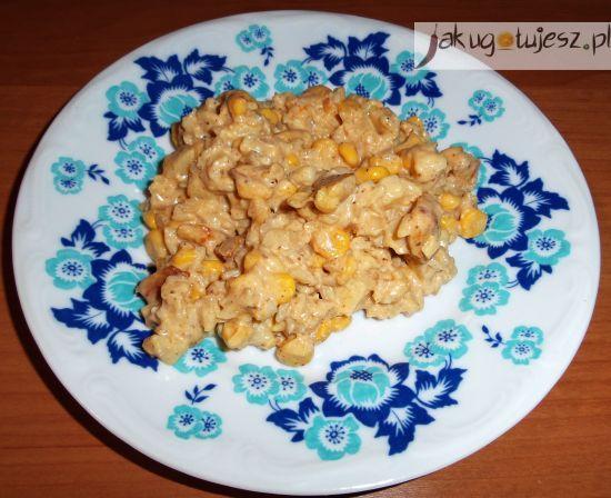 Sałatka ryżowo-ziemniaczana z kurczakiem