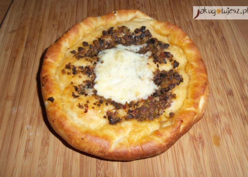 Drożdżówki oliwkowe z żółtym serem i olejem rzepakowym [PRZEPIS]