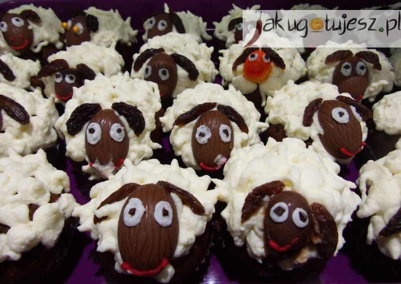 Wielkanocne muffinki baranki